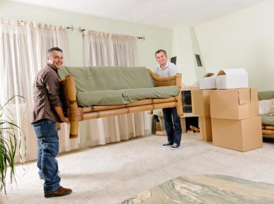 сделайте перестановку мебели в квартире