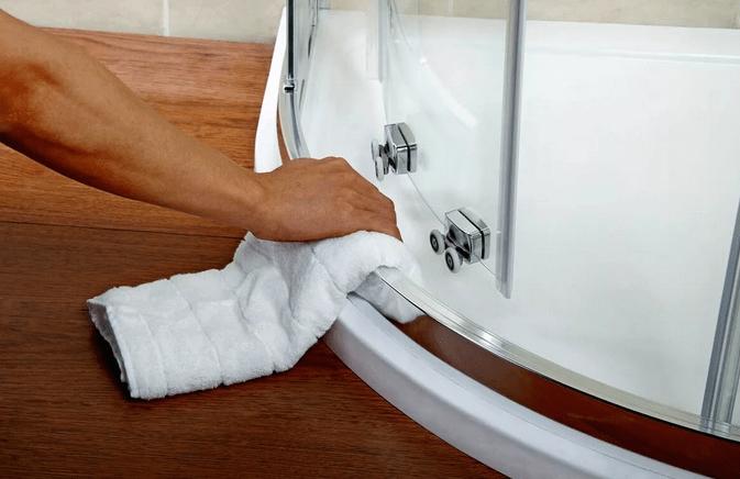 после очистки душевой двери защитите стекла