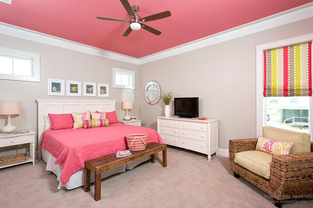 Как украсить потолок в спальне своими руками?