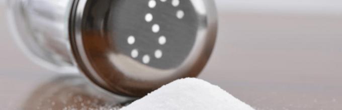 удалить жирное пятно с куртки поможет соль