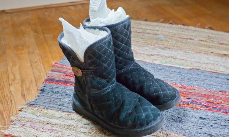 Как восстановить замшевую обувь дома