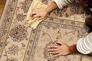 Как убрать смолу с одежды из меха