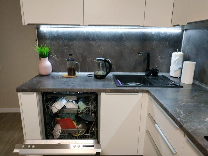 посудомойка слева от раковины