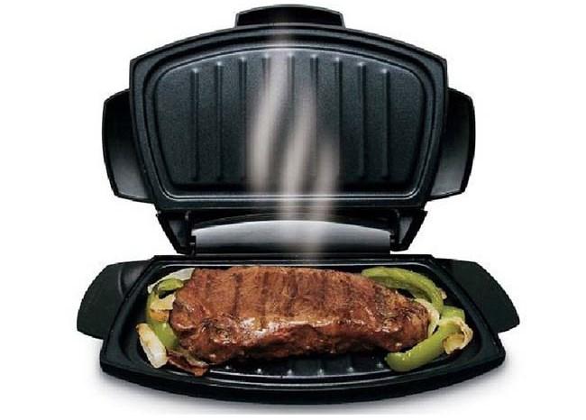 Готовить в мини-гриле можно все, начиная от мясных и рыбных стейков, заканчивая домашней выпечкой