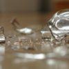 5 безопасных способов собрать разбитое стекло