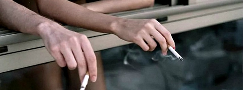 Как бороться с курильщиками, которые курят на балконе