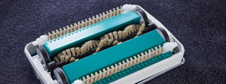 Механическая щетка для чистки ковров