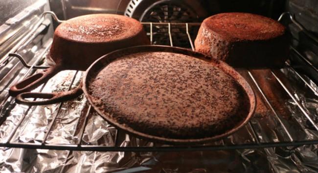 Как очистить чугунную сковородку от ржавчины