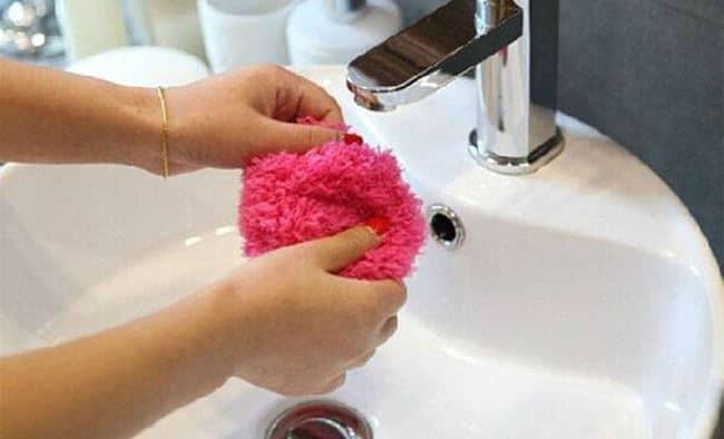 После уборки достаточно промыть чехол под проточной водой