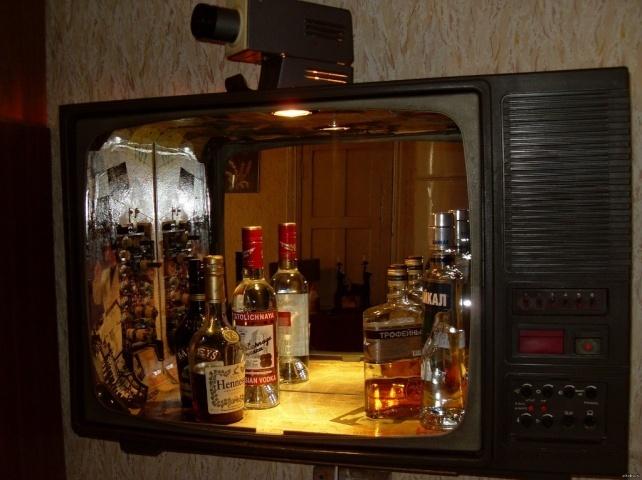 телевизор в роли бара