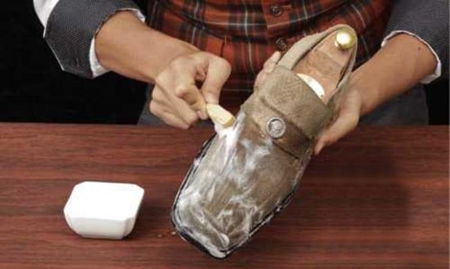 Домашние способы выведения жирных пятен с замшевой обуви