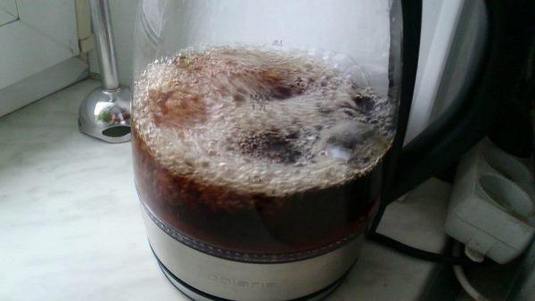 Накипь растворяется в нагретой газировке