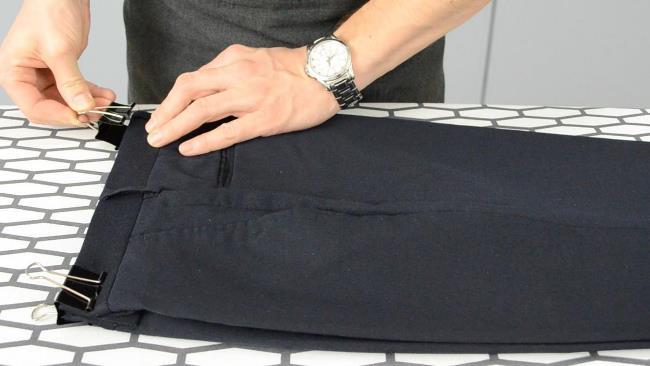 Глажка брюк со стрелками: формирование стрелок утюгом и подручными средствами
