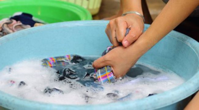 Ручная и машинная стирка шторы для ванной, выведение пятен