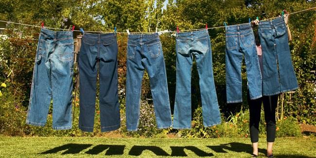 Как отстирать старое и свежее жирное пятно на джинсах