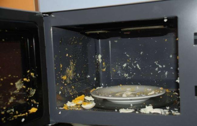 Какая посуда и продукты запрещены для микроволновки