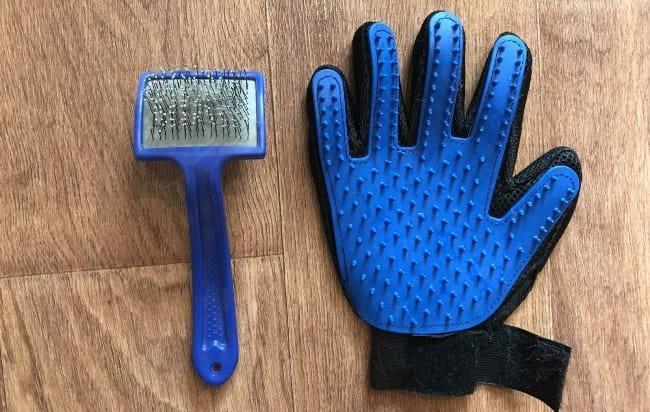 Насколько эффективны перчатки для вычёсывания животных